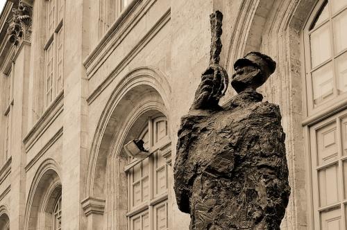 Dreyfus statue